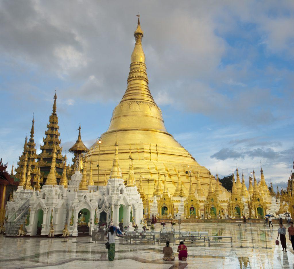 Indrukwekkende Schwedagon pagode in Yangon