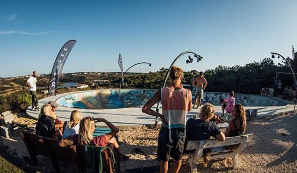 Boa Vida hostel en skatepark, Portugal