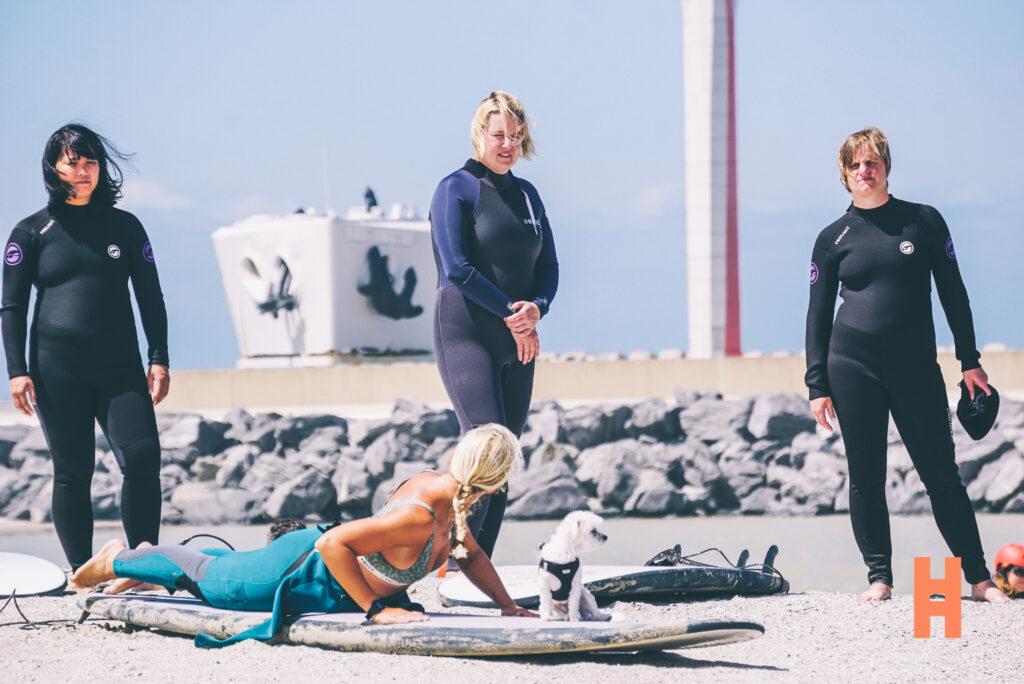 Surfen in eigen bubbel aan de Belgische kust met surfcoach Rosie
